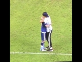 Фанат преклоняется перед Месси на Кубке Америки