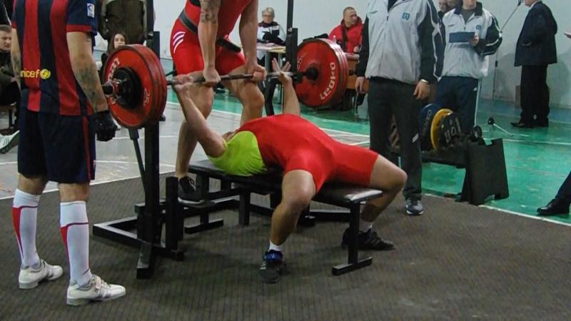 Соревнования ДНР 2015 жим 195 кг мой вес 102)