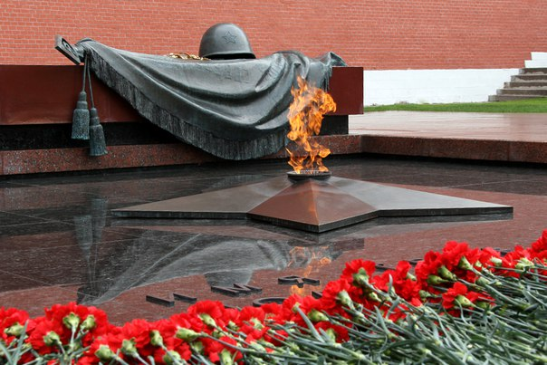 А что, в МотоМоскве не принято чтить память о погибших в Великой Отечественной? Ни слова про 9 мая, почему-то. Я исправлю сей недочет, если пропустит администрация.