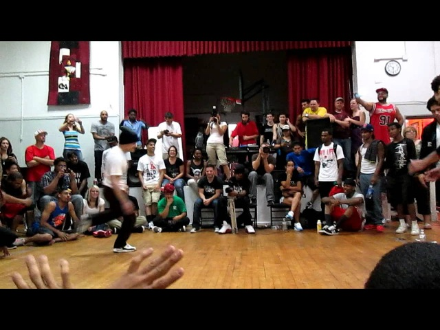Bboy Napalm (Universal Alchemy/LOZ) vs Shorty (Brickheadz)