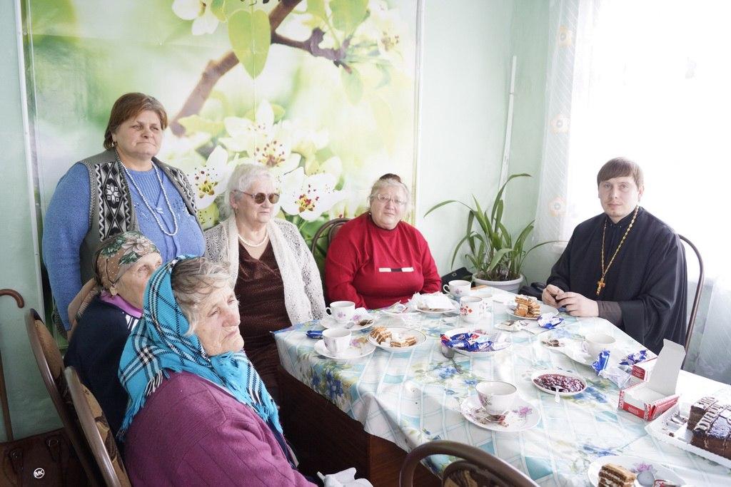 Настоятель Покровского храма станицы Кардоникской встретился с инвалидами по зрению