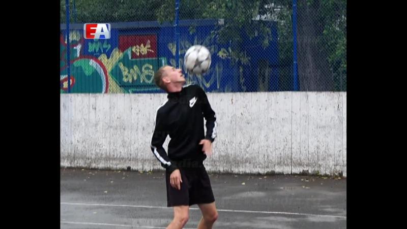 О футбольном фристайле первоуральской ребятне рассказал один из лучших спортсменов страны Максим Салимзянов.