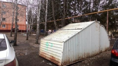 Жительница Азнакаево пожаловалась в «Народный контроль» на заброшенный гараж