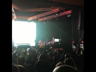 Спасибо, Сочи!!!! Последние несколько песен весь зал пел стоя!! Невероятно! Спасибо! ВНИМАНИЕ!!! Объявляем дополнительный концерт в Сочи 19 июля ( через 11 дней ) в кз