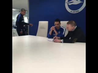 Anthony Knockaert completes his move to BHAFC from Standard Liege.