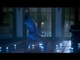 Юная повелительница ста танцующих роботов