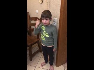 [Тут Только Езиды!] Мальчик жалеет убитую мышку