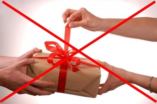 Харьковчанки получили запрещенный подарок (ФОТО)