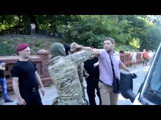 Парасюк срывает балаклавы бойцам спецназа КОРД
