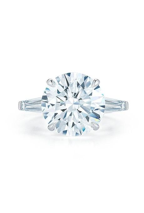 djd85wyD0eo - Обручальные кольца с бриллиантами круглой огранки (60 фото)