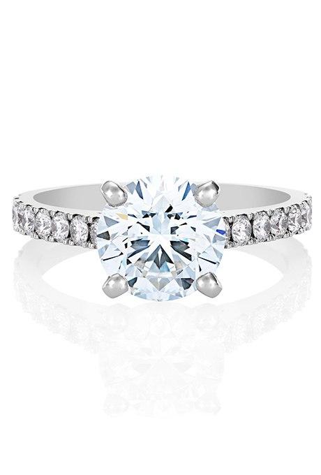 o59gKHchbfg - Обручальные кольца с бриллиантами круглой огранки (60 фото)