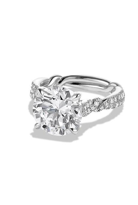 zp7y4Pj5EF4 - Обручальные кольца с бриллиантами круглой огранки (60 фото)