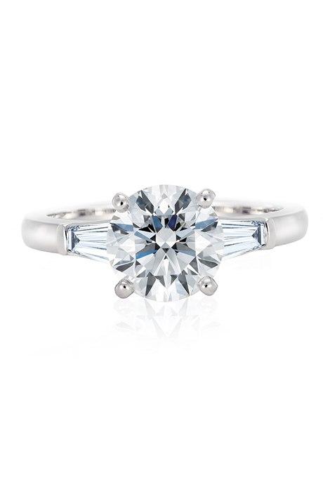 SC rT0ZhIU8 - Обручальные кольца с бриллиантами круглой огранки (60 фото)