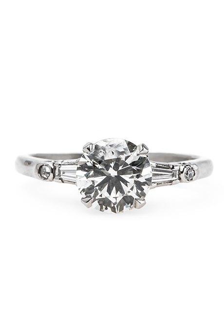 GJeRKmLiZ3I - Обручальные кольца с бриллиантами круглой огранки (60 фото)