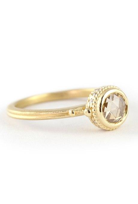 xGilnZhETUo - Обручальные кольца с бриллиантами круглой огранки (60 фото)