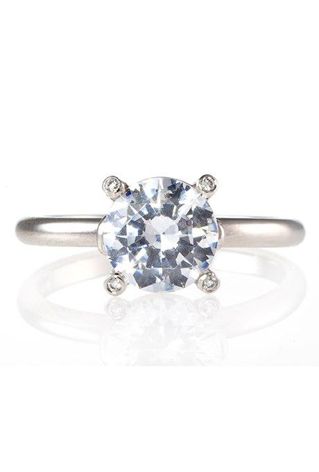 CT9yFqPRRXE - Обручальные кольца с бриллиантами круглой огранки (60 фото)