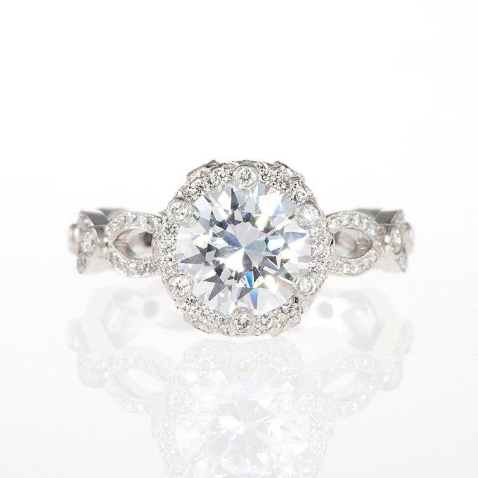 oDGMXVOnq7g - Обручальные кольца с бриллиантами круглой огранки (60 фото)