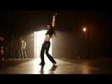 Девушка очень классно танцует!Клип под песню Майкла Джексона Hollywood