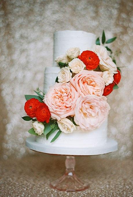 41 Торт на свадьбу Все украшенные цветами. Ведущий на праздник +7(937)-727-25-75  и  +7(937)-555-20-20