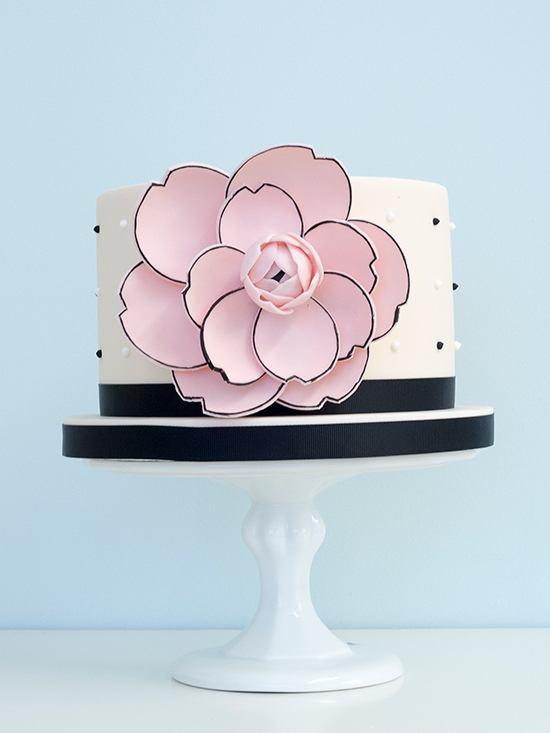 lxbvyKqdOiw - 28 Гламурных свадебных тортов