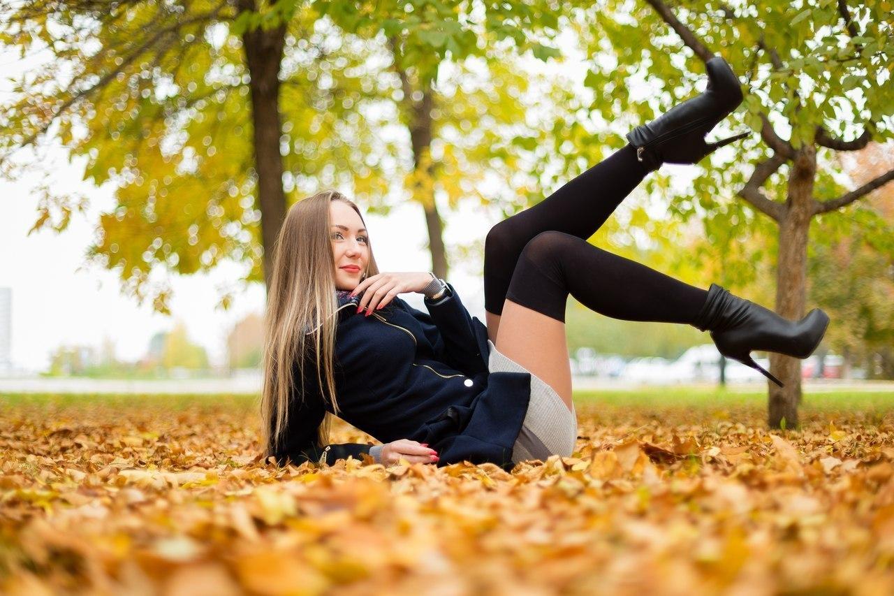 Blonde teen sits on huge cock