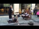 Барабанщик-жонглёр