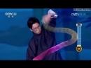 Китаец творит чудеса с радужной слинки пружинкой Chinese Man Proves He's the 'Kung Fu Master of Slinky