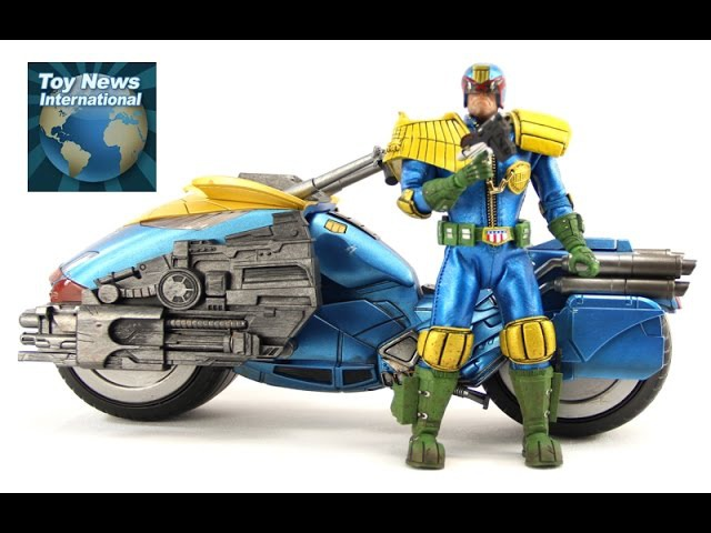 Mezco One:12 Collective PX Exclusive Judge Dredd w/Lawmaster 1/12 Scale Figure Set Review