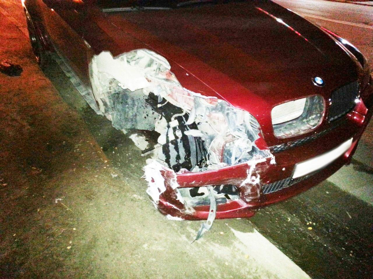 В Таганроге столкнулись Lada Priora и BMW X6