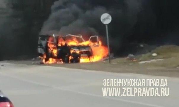 На въезде в поселок Архыз взорвался автомобиль «Газель»