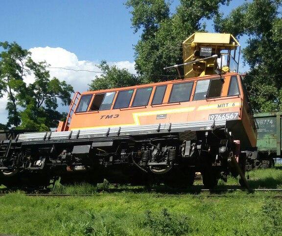 В Таганроге на железной дороге из-за перегруза опрокинулся мотовоз