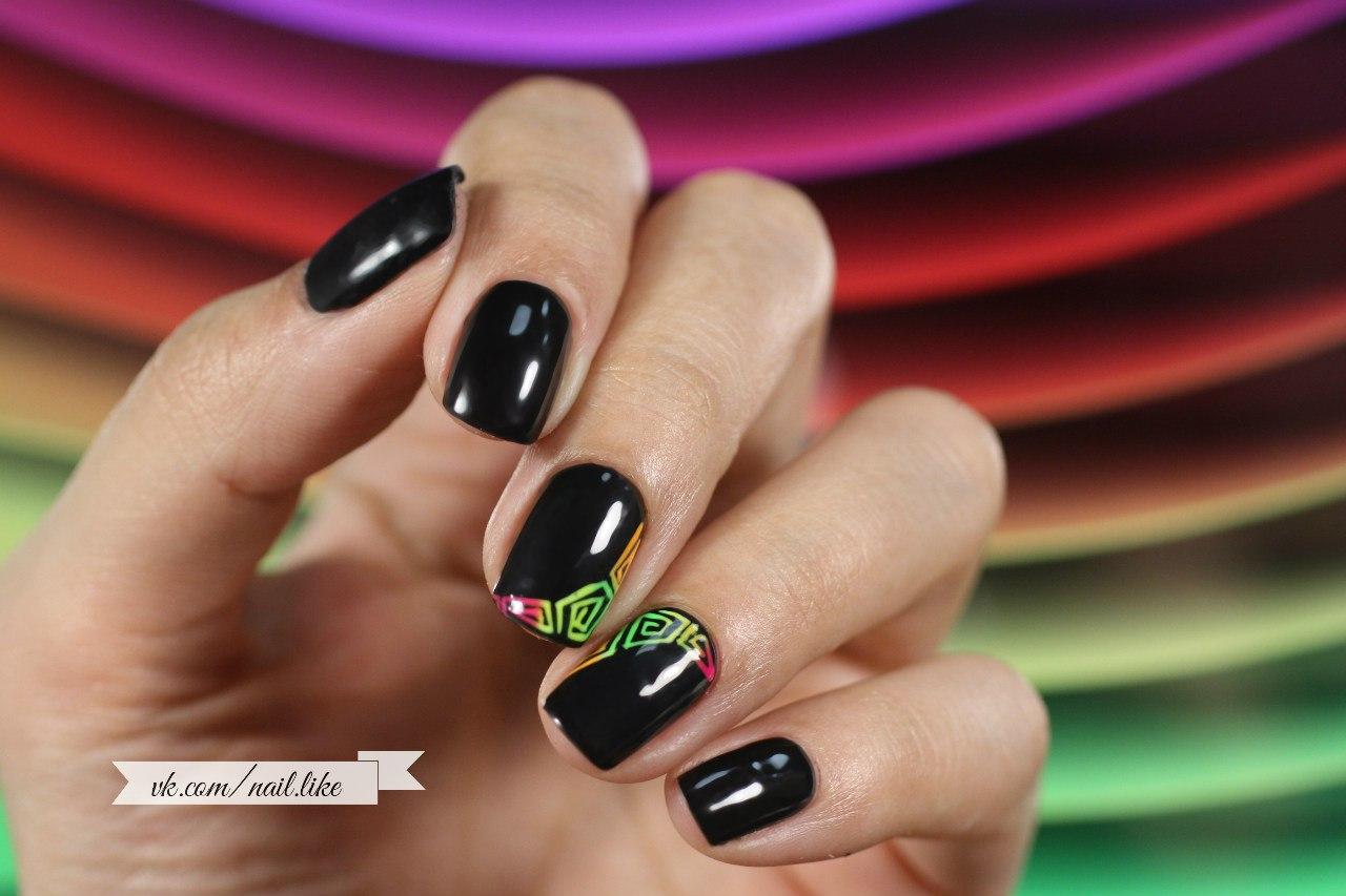 Фото маникюр черные ногти и один красный