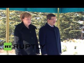 Турция: Меркель встречается Премьер-Министр Давутоглу, чтобы обсудить проблему беженцев.