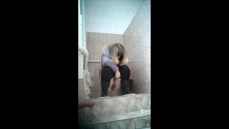 скрытая камера в женском туалете колледжа