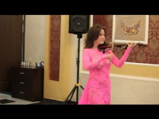 Скрипачка Зарина Акунеева - лауреат международных конкурсов страдивари