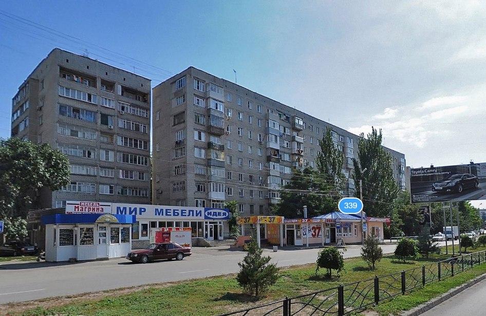 В Таганроге водитель Chery, сдавая назад, сбил женщину на остановке