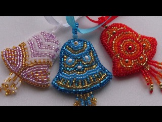 Как сплести подарок из резинок без станка Брелок Игрушку Колокольчик Новогодние Поделки с детьми!