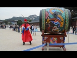 The changing of the guard in Gyeongbokgung Palace. Дворец Кенбоккун. 2015.
