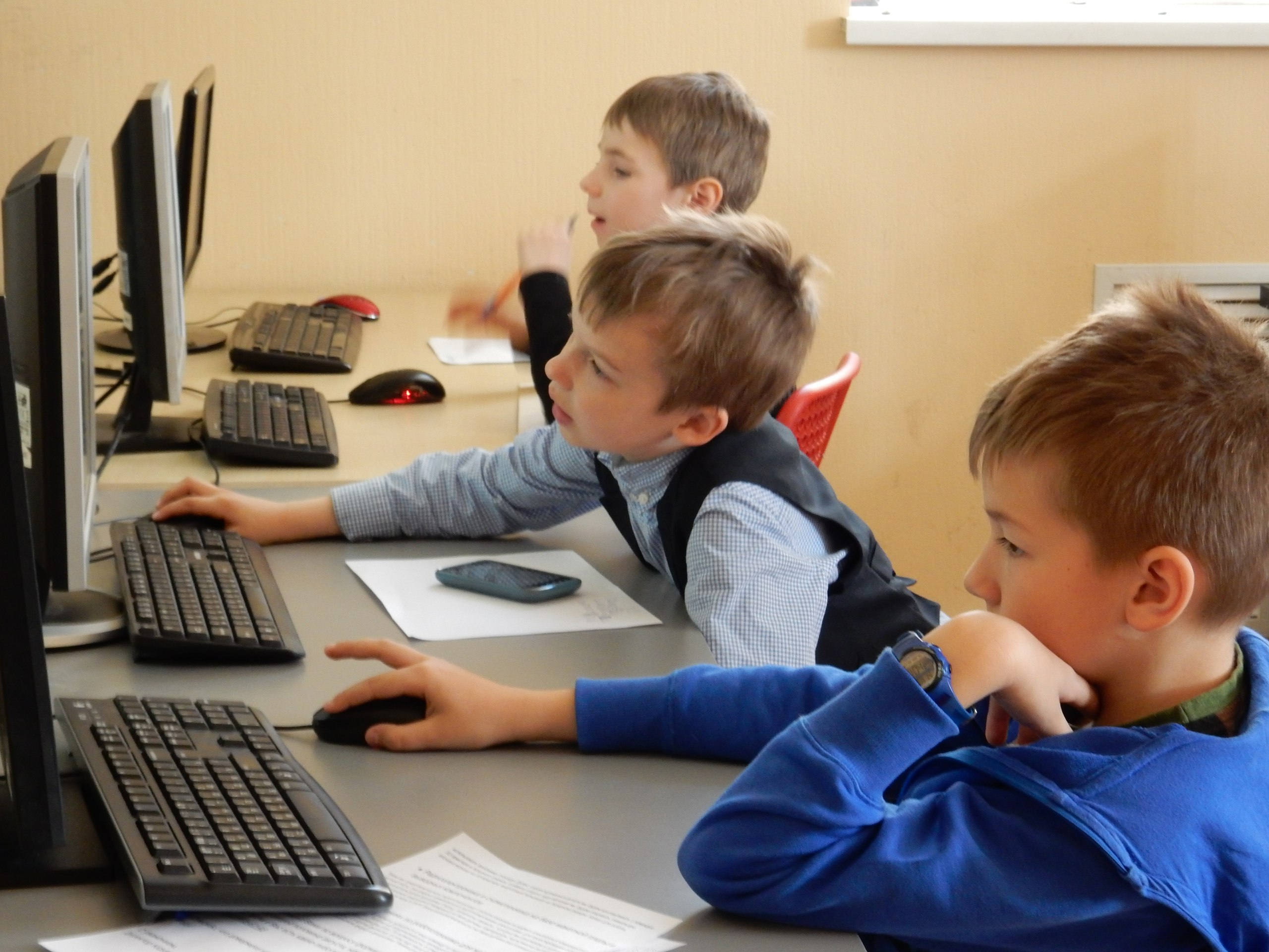Для дошкольников мы используем специальный язык программирования - SnapJunior
