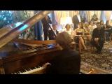 В резиденции посольства пианист Владимир Свердлов-Ашкенази исполнил программу в память жертв теракта в Ницце