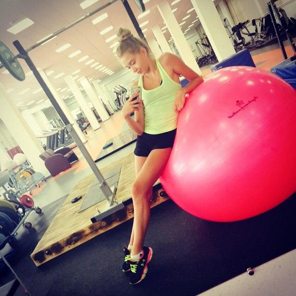 Розовый мяч Новогорска & Индивидуальный чемодан фигуриста EQL8HwnZQ60