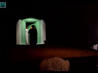 За зеленой дверью