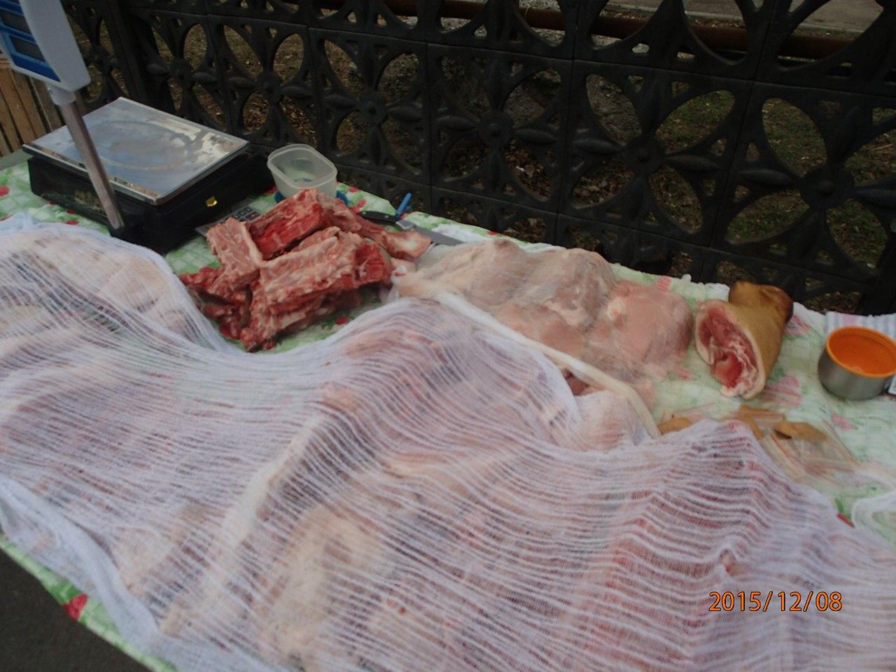 Мясом сомнительного качества торговали у входа в больницу