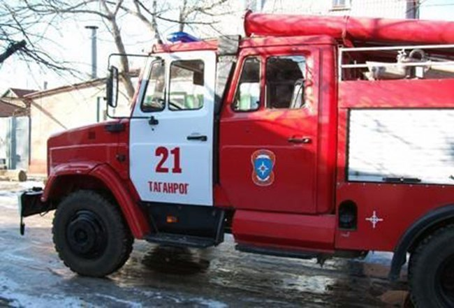 В центре Таганрога горел одноэтажный торговый павильон