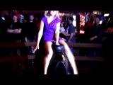 Девушка в коротком платье на быке, girl in a short dress on a bull