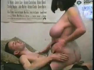 Молоденький паренёк трахает грудастую соседку, british brunette boobs busty milf bbw sex pussy (Инцест со зрелыми мамочками 18+)