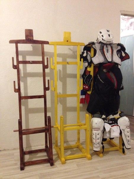 Напольная вешалка для хоккейной формы своими руками