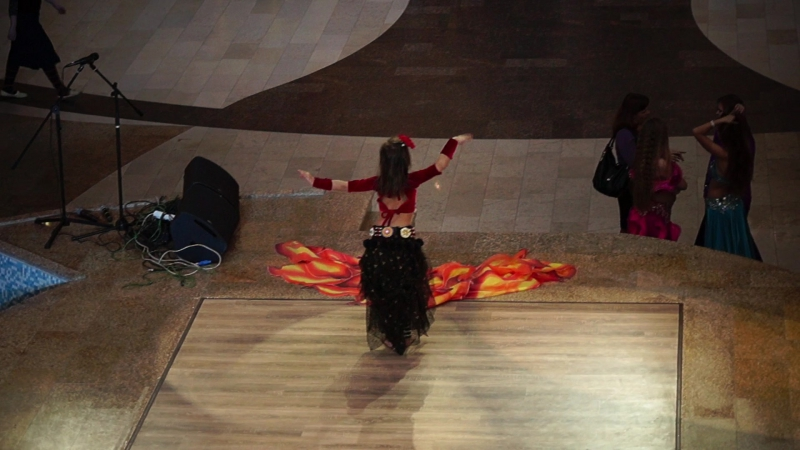 Кира Чапанова Ига с огнем трайбл-фьюжен