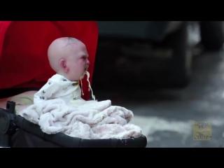 Ребенок из фильма ужасов атаковал Нью-Йорк.