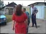 Деревенский злой дед и бабка с колёсами